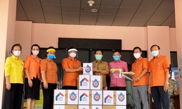 Kiều bào tại Udon Thani của Thái Lan hỗ trợ chính quyền tỉnh vật tư phòng chống dịch bệnh