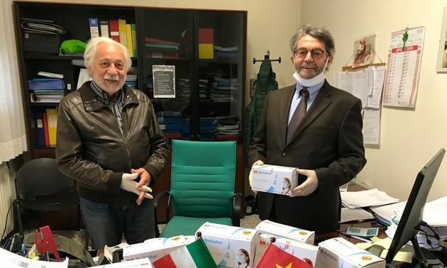 Việt Nam gửi tặng 16500 khẩu trang tình nghĩa đến Italia