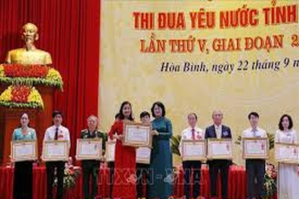 Phó Chủ tịch nước Đặng Thị Ngọc Thịnh dự Đại hội thi đua yêu nước tỉnh Hòa Bình