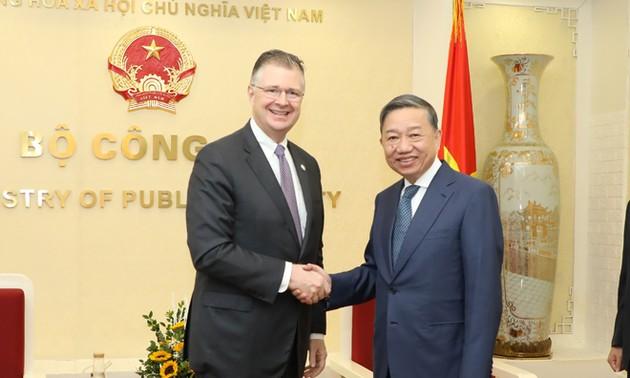 Đưa quan hệ hợp tác Hoa Kỳ - Việt Nam tiếp tục đi vào chiều sâu