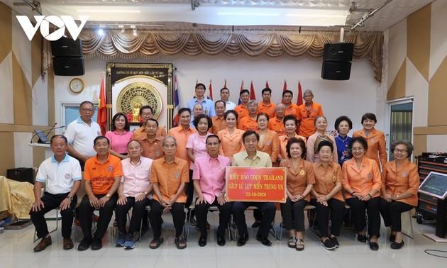Kiều bào tỉnh Udon Thani (Thái Lan) quyên góp ủng hộ đồng bào miền Trung