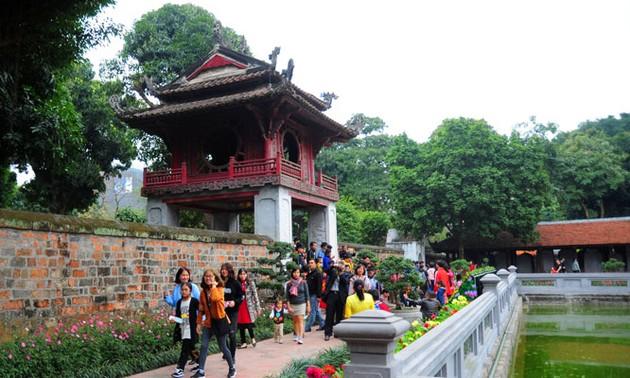 Lượng khách du lịch đến Hà Nội tăng