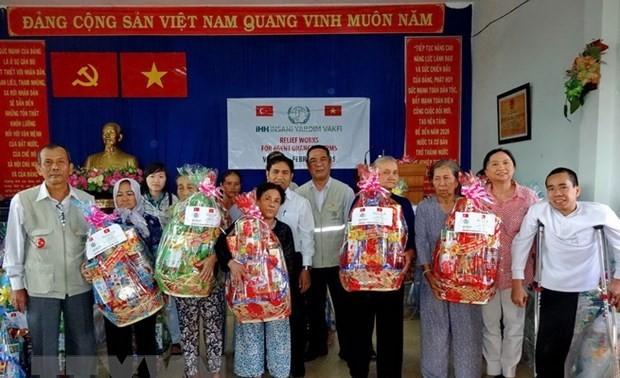 Thành phố Hồ Chí Minh dành hơn 813 tỷ đồng chăm lo Tết cho đối tượng chính sách, người nghèo