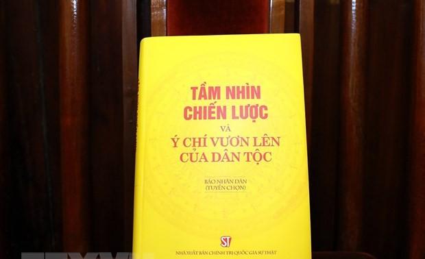 Cuốn sách Tầm nhìn chiến lược và ý chí vươn lên của dân tộc do Báo Nhân Dân phối hợp với Nhà xuất bản Chính trị quốc gia Sự thật xuất bản. Ảnh: Phan Tuấn Anh/TTXVN