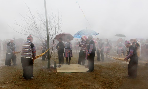 Lễ hội Gầu Tào thu hút được hàng nghìn người tham gia