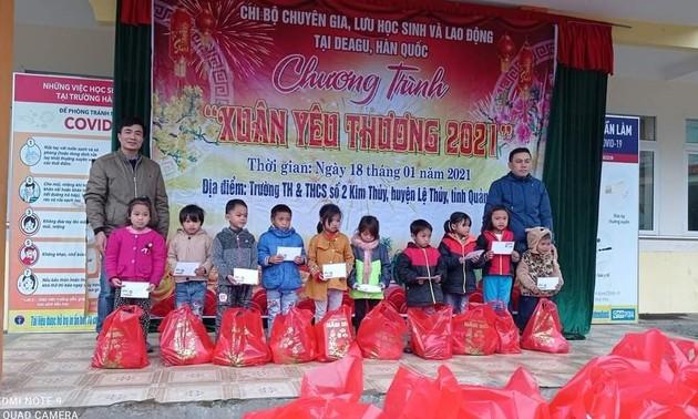 Người Việt ở Daegu trao quà Tết cho học sinh có hoàn cảnh khó khăn tại Quảng Bình