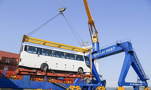 Công ty cổ phần ô tô Trường Hải (THACO) xuất khẩu lô ôtô và linh kiện phụ tùng lớn nhất từ trước đến nay