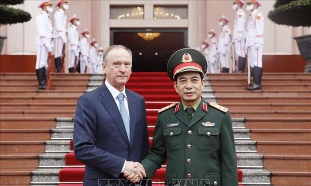 Tổng Tham mưu trưởng Quân đội nhân dân Việt Nam tiếp Thư ký Hội đồng An ninh Quốc gia Liên bang Nga