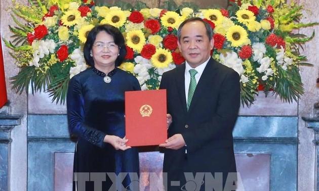 Phó Chủ tịch nước Đặng Thị Ngọc Thịnh trao Quyết định bổ nhiệm Chủ nhiệm Văn phòng Chủ tịch nước