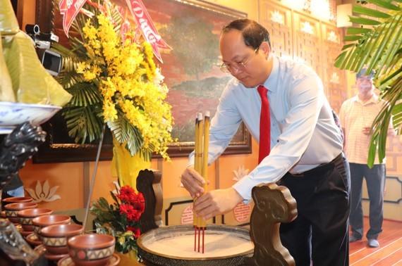 Dâng hương tưởng niệm nhân 41 năm ngày mất của Chủ tịch Tôn Đức Thắng