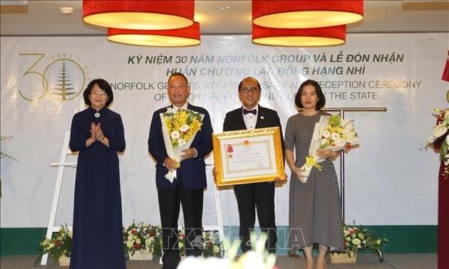 Phó Chủ tịch nước Đặng Thị Ngọc Thịnh trao tặng Huân chương Lao động hạng Nhì cho Norfolk Group Việt Nam