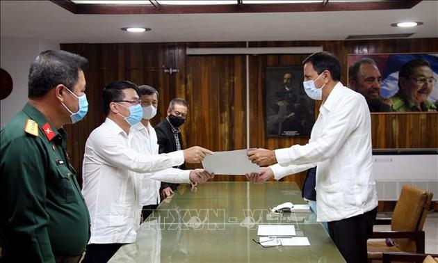 Đại hội lần thứ VIII Đảng Cộng sản Cuba: Trao thư, điện và quà mừng của Đảng Cộng sản Việt Nam