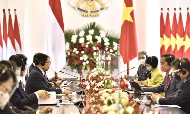 Thủ tướng Phạm Minh Chính gặp song phương Tổng thống Indonesia Joko Wdodo