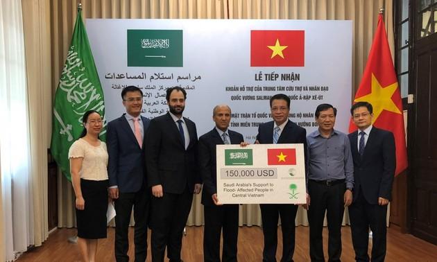Saudi Arab hỗ trợ hơn 3,4 tỷ đồng cho người dân miền Trung Việt Nam