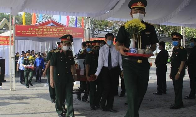 Tỉnh Quảng Trị tổ chức truy điệu, an táng 24 hài cốt liệt sĩ Việt Nam hy sinh tại Lào