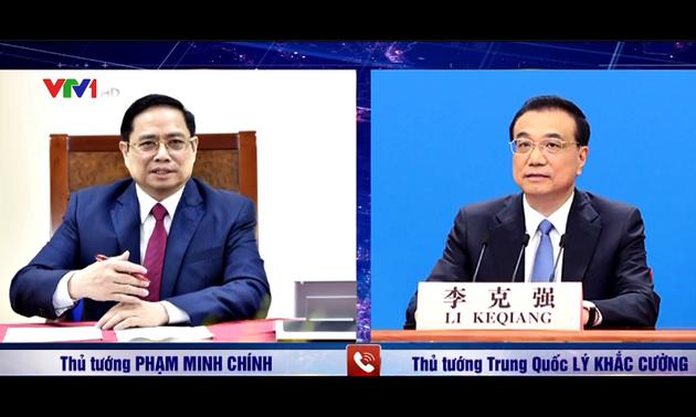 Thủ tướng Phạm Minh Chính điện đàm với Thủ tướng Quốc vụ viện Trung Quốc Lý Khắc Cường
