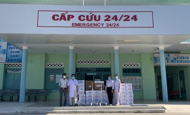 Trao 20 máy thở cho tuyến đầu chống dịch COVID-19 tại 7 tỉnh, thành phố