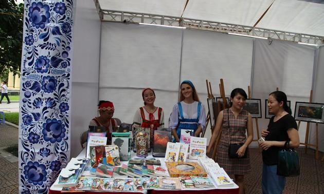 Краски русскоязычных стран во Вьетнаме: Русская литература