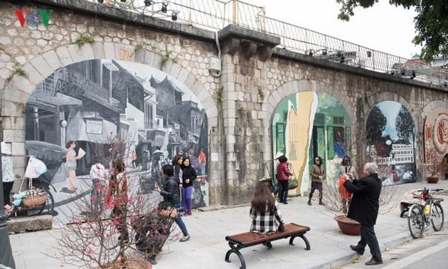 Картины на улице Фунг Хынг – пейзажи старого Ханоя