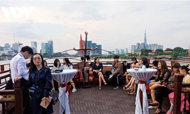 В городе Хошимине популяризируется «отдых на месте»
