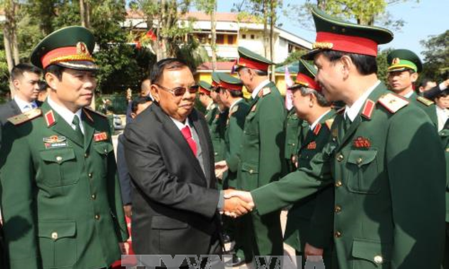 Lao Party and State leader visits Military Zone 4