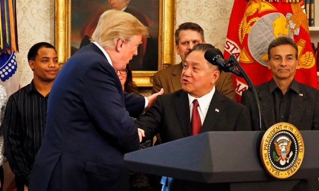 President Trump discusses trade practices with Huawei CEOs