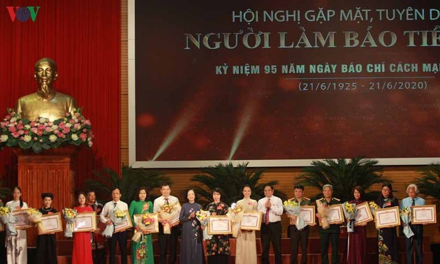 Outstanding journalists honored