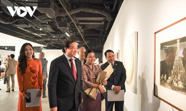 Painting exhibition highlights beauty of Hanoi autumn, ASEAN heritage