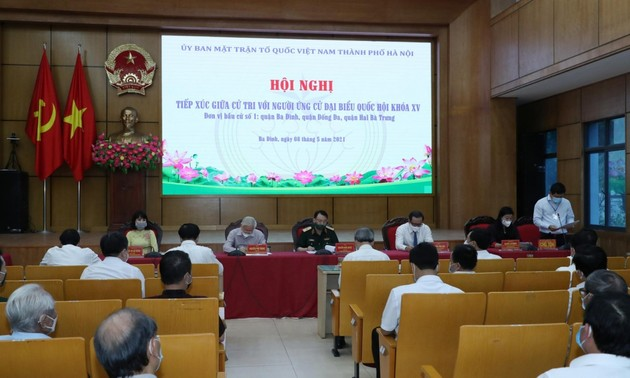 Party leader Nguyen Phu Trong meets Hanoi voters