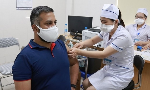 Foreigners in Vietnam receive equal treatment as locals in pandemic control