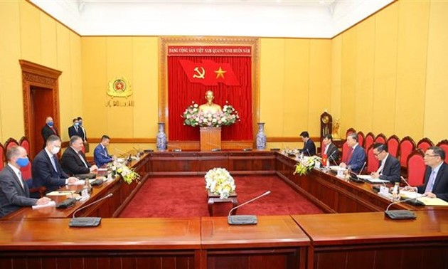 US offers Vietnam 2-million-USD aid to address natural disasters' consequences
