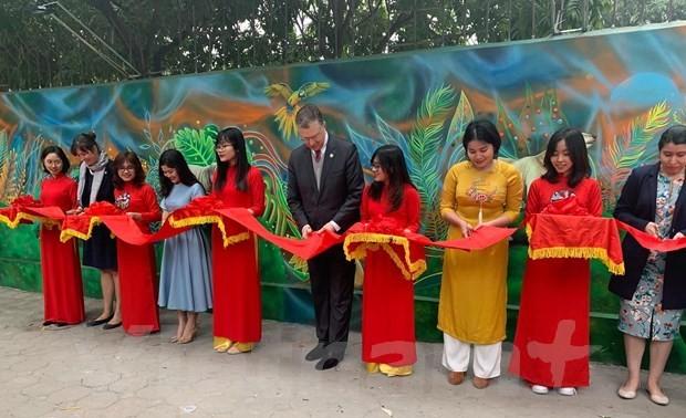 Mural painting to raise awareness of environment inaugurated in Hanoi