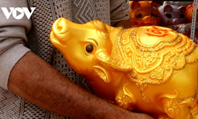 Buffalo-shaped ceramics go on sale ahead of Tet