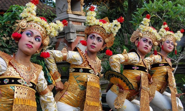 Balinese dance - religious, artistic expression of Indonesian islanders