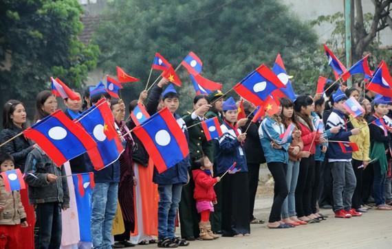 Destaca prensa laosiana la visita del presidente de la República a Vietnam