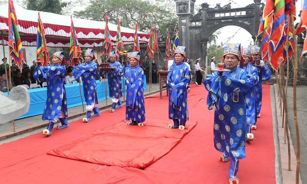 Culto a los reyes fundadores de Vietnam de la minoría étnica Muong en Phu Tho