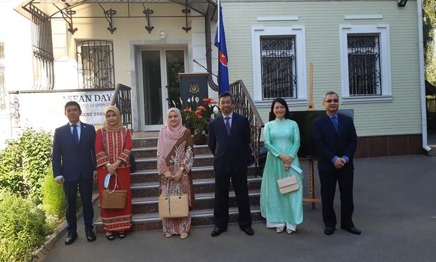 Efectúan en Ucrania izamiento de bandera de la Asean por aniversario de su fundación