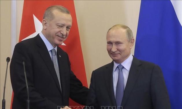 Presidentes de Rusia y Turquía debaten conflictos en Libia y Siria