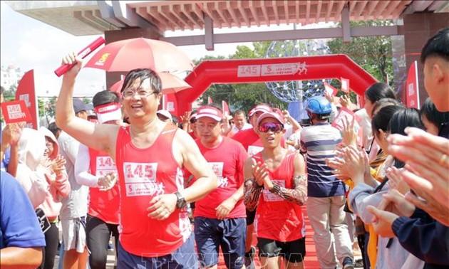 Termina la carrera de relevos para recaudar fondos en ayuda a los afectados del covid-19 en Vietnam