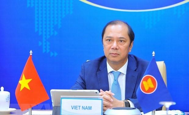Vietnam asiste a reunión de Consulta de Altos Funcionarios entre Asean y China