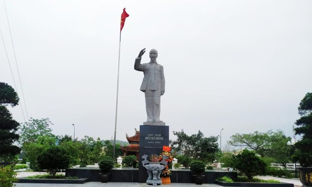 La estatua del presidente Ho Chi Minh en Co To