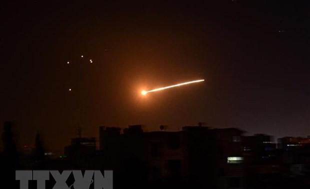 Sistema de defensa aérea sirio intercepta misiles israelíes