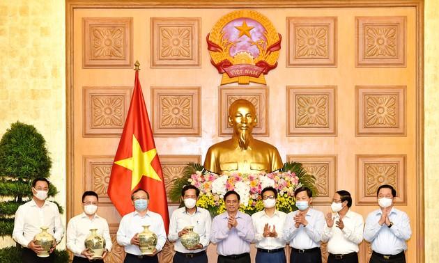 นายกรัฐมนตรี ฝ่ามมิงชิ้ง ย้ำว่า หน้าที่ของสื่อมวลชนมีความหมายเป็นอย่างมาก น่าภาคภูมิใจและรุ่งโรจน์ แต่ก็เต็มไปด้วยความยากลำบาก