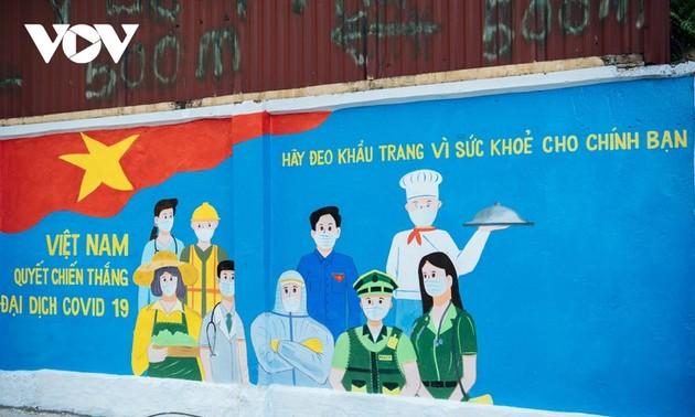 ถนนภาพวาดบนผนังที่ประชาสัมพันธ์การป้องกันและรับมือการแพร่ระบาดของโรคโควิด-19ในกรุงฮานอย