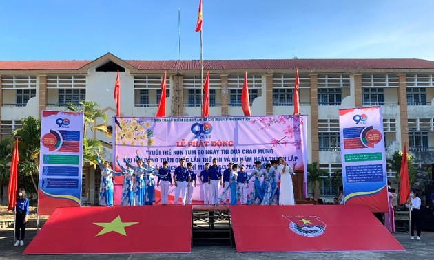Kon Tum Youth Union members salute National Party Congress