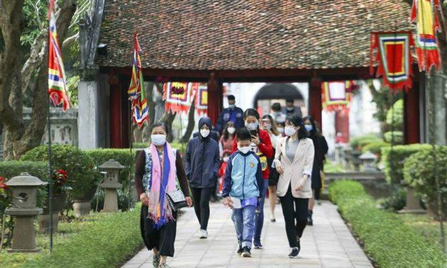 Hanoi welcomes 122,000 visitors during Lunar New Year festival