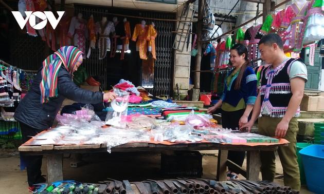 Co Ma ethnic market in Son La province