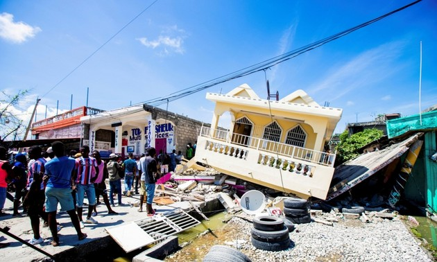 Death toll from Haiti earthquake nears 2,000