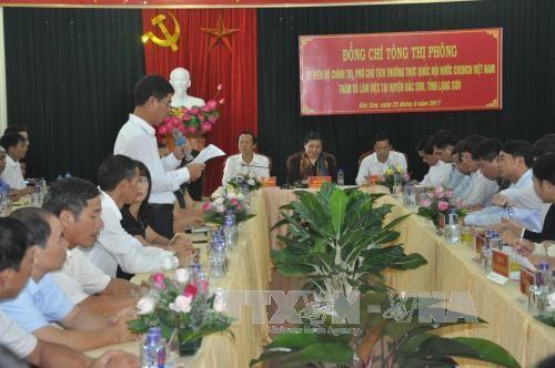 Vizeparlamentspräsidentin Tong Thi Phong besucht Lang Son