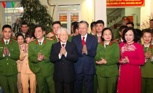 Silvesternacht: KPV-Generalsekretär Nguyen Phu Trong besucht einige Einheiten